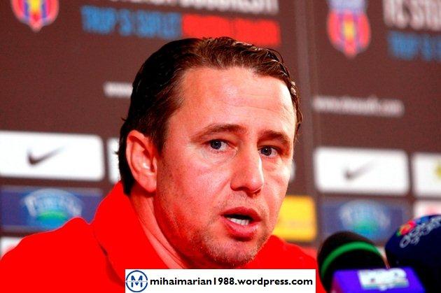 Laurenţiu Reghecampf vrea să plece de la Steaua la anul